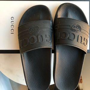 Gucci logo rubber slides